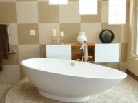 White_pebble_tile_artistic_bathroom