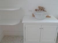 White_pebble_tile_bedroom